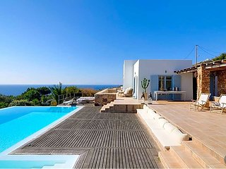 6 bedroom Villa in Foinikas, South Aegean, Greece - 5635012