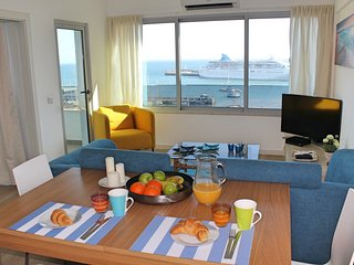 Overlooking the Marina, central location | Petronella Marina Apartment