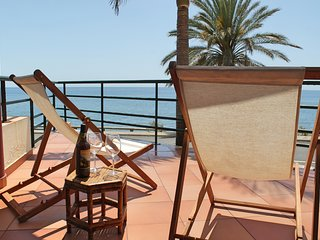 In sunny Madalena do Mar bay, 2-Bedroom refurbished apartment – Atlantic View