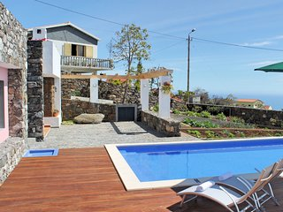 Lovingly resorted, Sunny Area, Views of Country & Ocean | Casa Das Orquideas
