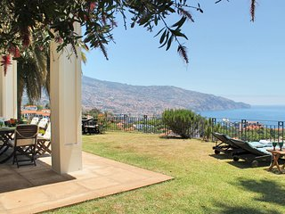 Luxurious, Peaceful, great location overlooking Funchal  | Casa Da Levada