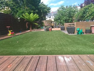 Bargain large home for cat lovers in August - South London - 7 day minimum