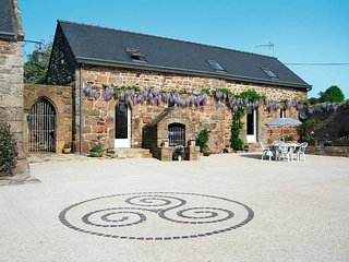 3 bedroom Villa in Ploumilliau, Brittany, France : ref 5436320