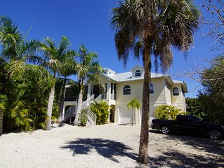 Beach Garden ! Perfect for Couples ! Near to Sanibel Island !