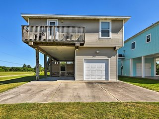 Galveston Home w/Entertainment Patio & Hot Tub!