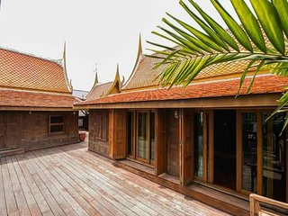 Private Room in Traditional Thai house, big pool