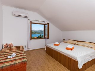 Apartments Memunic - Comfort One Bedroom Apartment with Balcony and Sea View