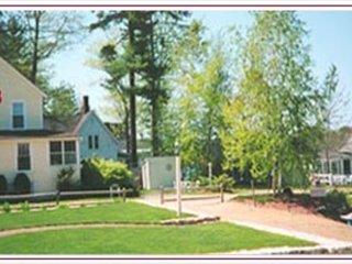 Lake Winnipesaukee Waterfront Vacation Cottage in Gilford (RUG19BW)