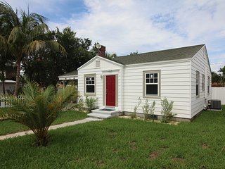 1940's Cottage in historic Lake Worth. Close to the Beach, Golf and Nightlife