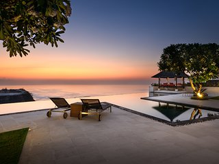 AN ABSOLUTE CLIFF TOP PANDAWA 4 BEDROOMS LUXURY OCEAN VILLA DRIVER CHEF