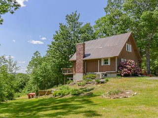 Spacious home w/deck, lake view, outdoor fire, at-home entertainment - dogs ok!