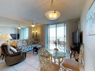 NEW LISTING! Waterfront condo w/ full kitchen, balcony, shared pool, & hot tub