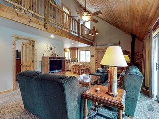 NEW LISTING! Family-friendly cabin w/fireplace, great location & SHARC passes