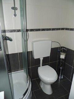 A1 prizemlje(2+2): bathroom with toilet