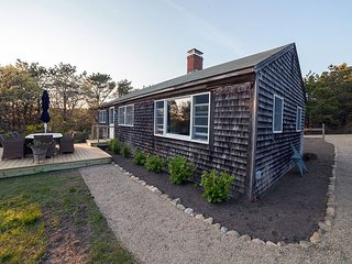 Adorable Chappaquiddick Cottage by the Bay