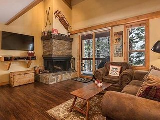 Truckee Northstar 3 Bedroom Cabin Condo | Minutes to Village