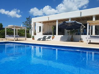 Villa Suki Ibiza: Fantastic location & value!