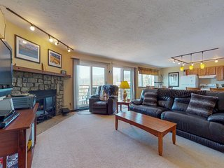 NEW LISTING! Comfy condo w/ shared pool, hot tub & sauna- near lake & slopes!
