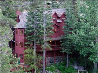 Tahoe/ Alpine Meadows/Squaw/Olympic Valley- 4 BR with 3 Bathrooms hot tub, Sauna