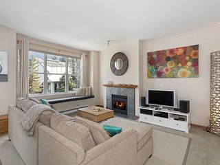 *NEW* Bright & Spacious 2 Bedroom (sleeps 6-7) situated in Blueberry Hills