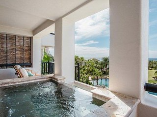 3 BR Ocean View Villa w/ WiFi, Pool Access, Spa Services, Jacuzzi & More!