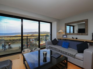 Beach View is a stunning three bedroom house beside the picturesque harbour