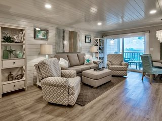 Stylish Heron Walk Condo w/Bay Views! Includes Golf Cart Pool/Beach Access