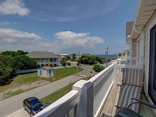 Kure Castle - Fantastic ocean view 4 bedroom townhouse with pool access!