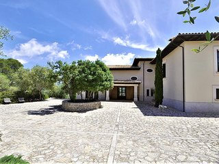 VILLA SA COMUNA- Magnificent estate set in the privalaged location of Puigpunyen