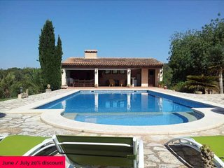 Villa 6 pax 4 km from Cala d'Or. 5 bedrooms 5 bathrooms + 1 toilet. Private pool