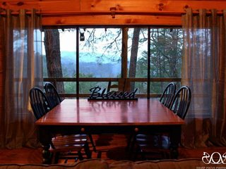 Mtn Gem (Cabin #3) is minutes from Metcalf Bottoms & the National Park, Fireplac