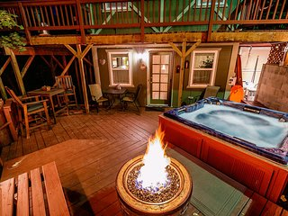 Cozy Cottage/HOT TUB!/Propane Fire Ring/ - Fri & Sat 2-nite min