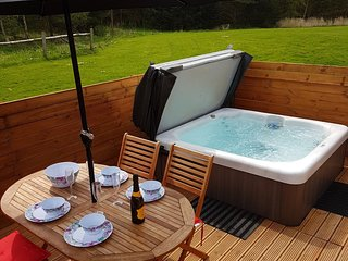 Hot Tub at Farne Lodge (Northumberland) A break from the football anyone !!!