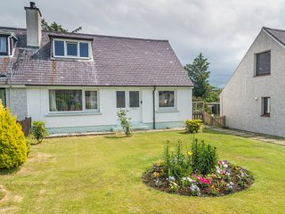 OTTERBURN, woodburner, lawned gardens, pleasant location, in Gairloch