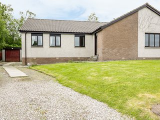 KIRSTY'S RETREAT, all ground floor, good views, near Inverness, Ref 984963
