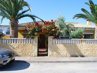 Chalet con piscina privada, cerca Playa La Barrosa
