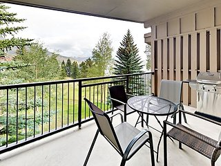 Convenient 2BR Condo w/ Fireplace, Balcony & Access to Indoor Pool & Hot Tub