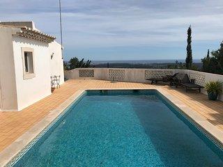 Goldra Cozy Villa with private swimming pool