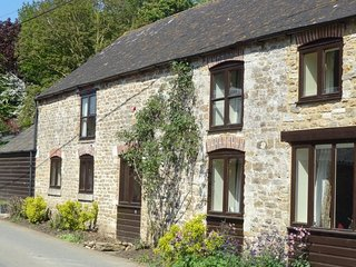 Chestnut Cottage, 5 Bedroom Holiday Cottage in Dorset.