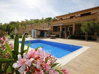 Magnifica Villa de 200 m2, piscina, barbacoa, árboles con recinto privado 1500m2
