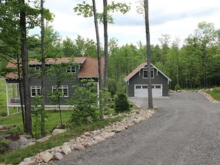 Driveway to Overlook Mountain Hideaway.  Please park on the right.