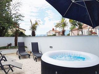 Deluxe Villa Opatija in Kastav Jacuzzi