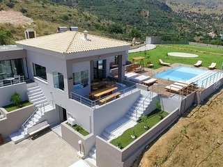 Villa Kedria with heated pool and panoramic ocean view