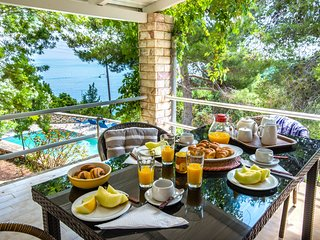 Villa Violetta with fantastic views over the open Ionian Sea