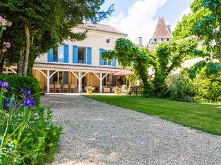 Saint-Jean-de-Cole Villa Sleeps 12 with Pool - 5569029