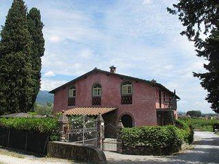 2 bedroom Apartment in San Lorenzo di Moriano, Tuscany, Italy : ref 5447212