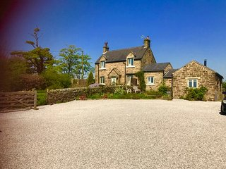 Bleak House, Longnor, Peak District- luxury cottage sleeps 4 and dog friendly