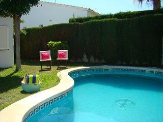Casa de 3 habitaciones con piscina y jardín privados