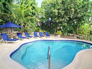 Poolside 4-Bed Near Beach - Pavilion Villa