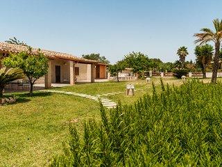Casa Camarina Villa Sleeps 12 with Pool and Air Con - 5048886